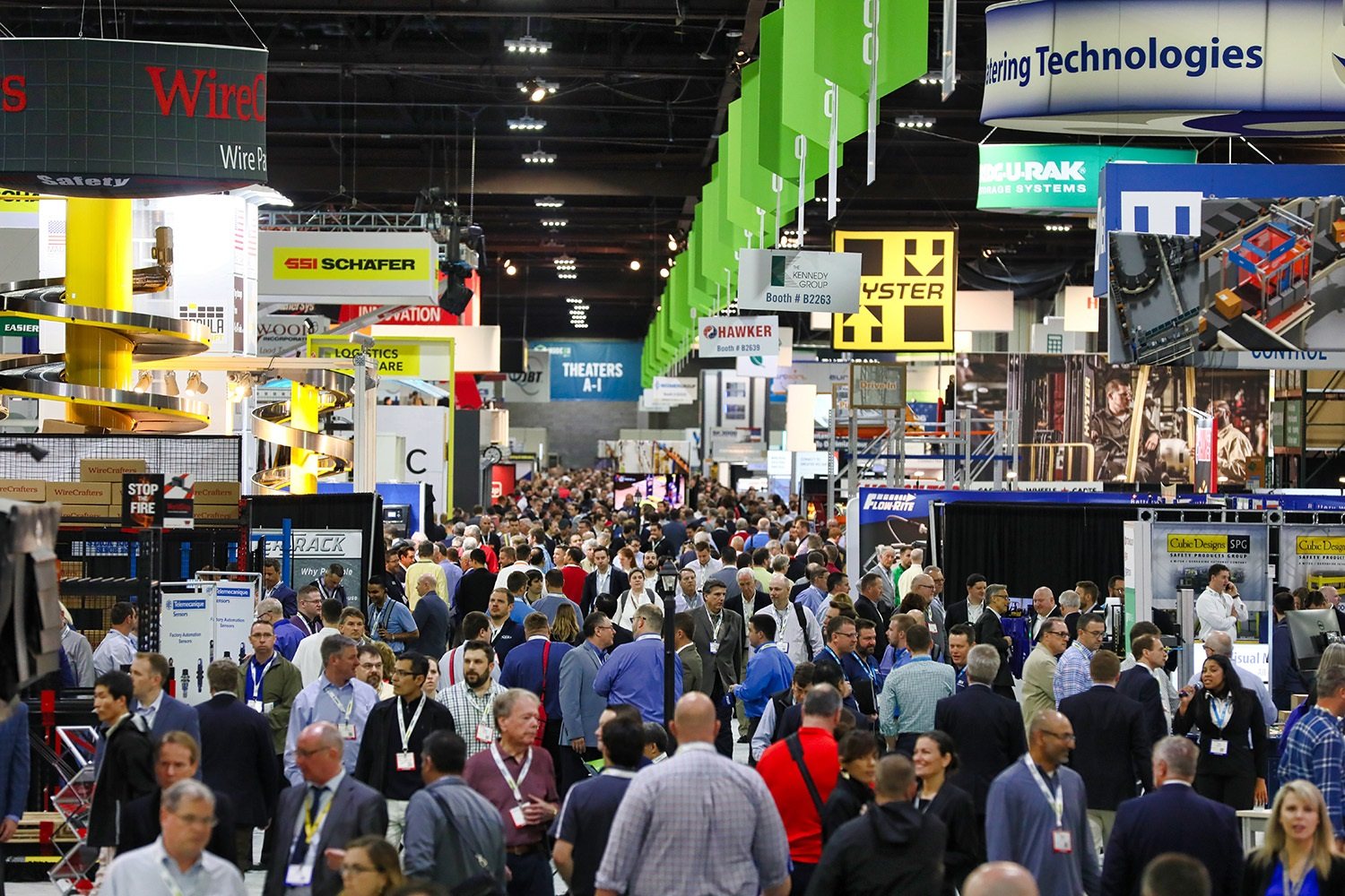 large-crowed-at-trade-show-exhibitor-booths
