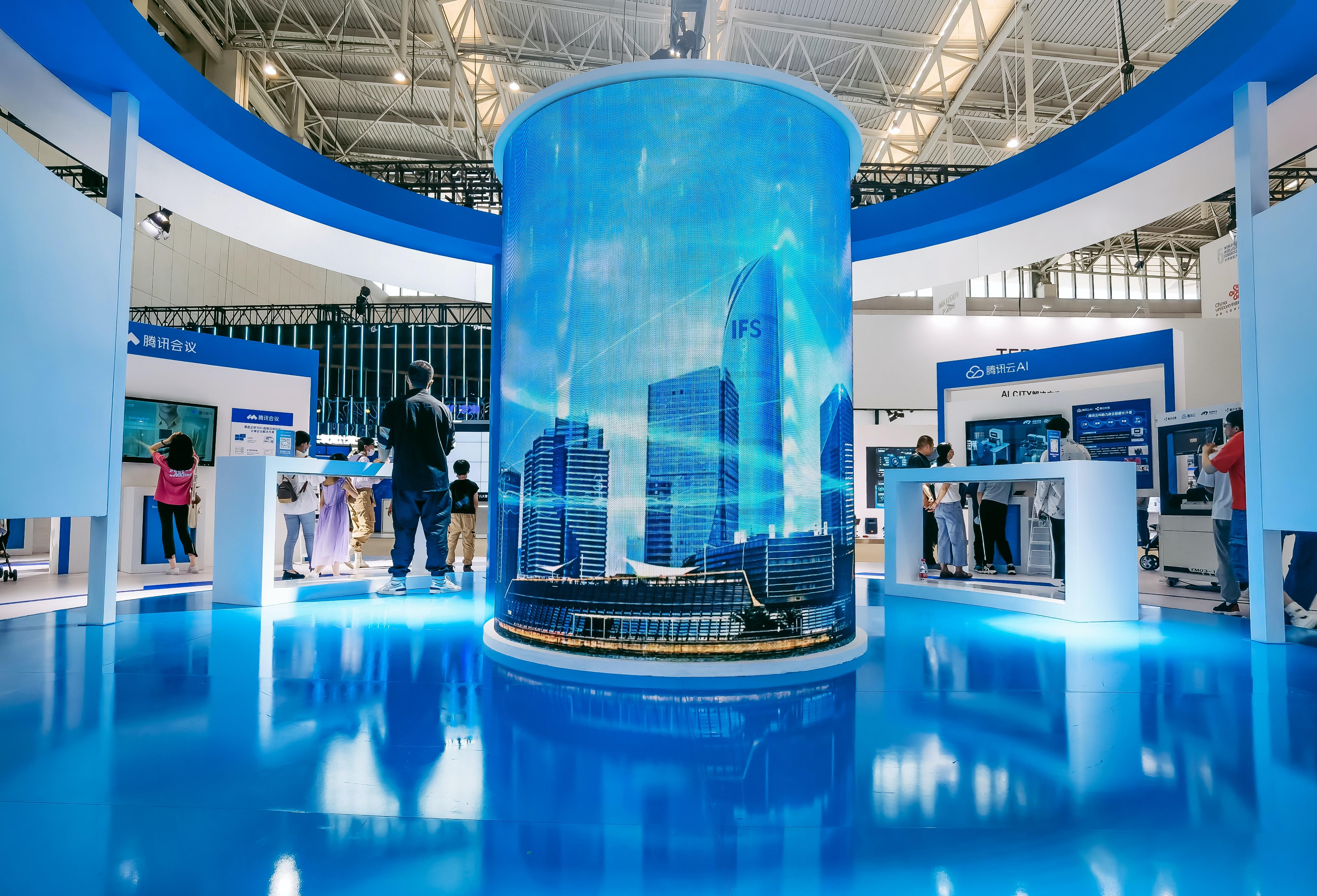 circular-exhibitor-booth-at-a-trade-show